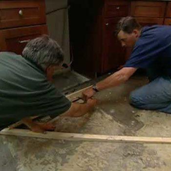 Jak wyrównać betonową podłogę w starym domu